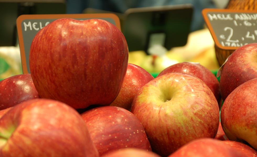 Supermercato Meta, reparto frutta fresca