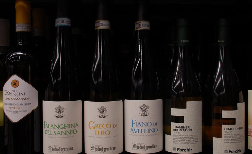 Supermercato Metà, selezione di vini e distillati