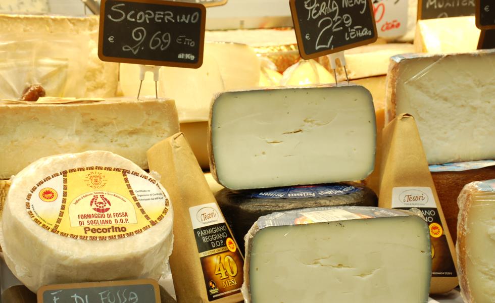 Supermercato Metà, banco formaggi