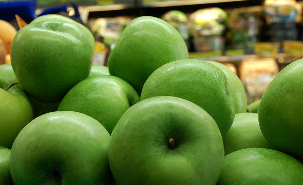 Supermercato Metà, reparto frutta fresca