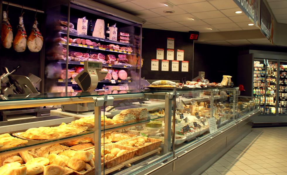 Supermercato Metà, banco salumi